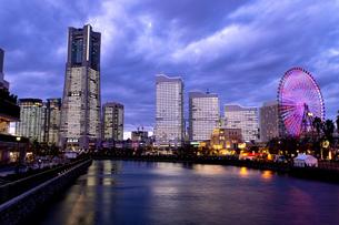 横浜市 みなとみらいの夜景 全館点灯の写真素材 [FYI04294463]