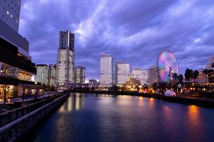 横浜市 みなとみらいの夜景 全館点灯の写真素材 [FYI04294464]