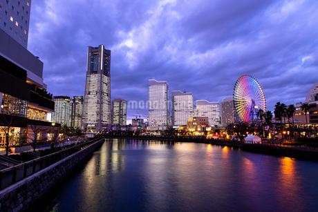 横浜市 みなとみらいの夜景 全館点灯の写真素材 [FYI04294465]