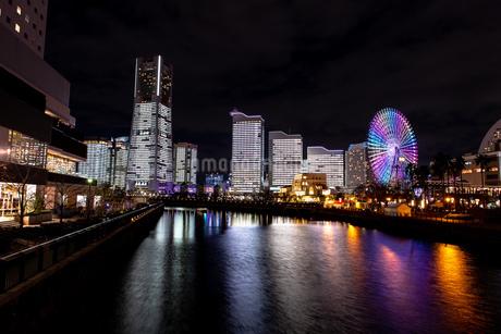 横浜市 みなとみらいの夜景 全館点灯の写真素材 [FYI04294470]