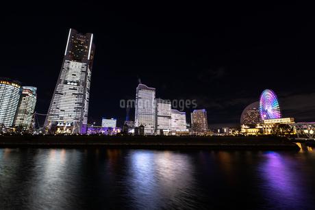 横浜市 みなとみらいの夜景 全館点灯の写真素材 [FYI04294471]