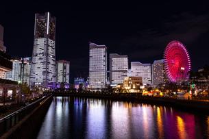 横浜市 みなとみらいの夜景 全館点灯の写真素材 [FYI04294475]