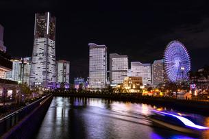 横浜市 みなとみらいの夜景 全館点灯の写真素材 [FYI04294476]
