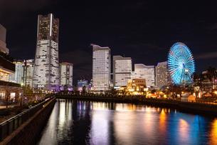 横浜市 みなとみらいの夜景 全館点灯の写真素材 [FYI04294477]
