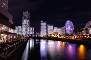 横浜市 みなとみらいの夜景 全館点灯の写真素材 [FYI04294478]