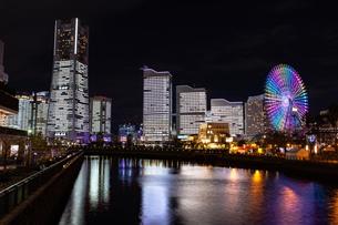 横浜市 みなとみらいの夜景 全館点灯の写真素材 [FYI04294479]