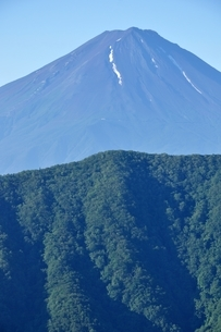 釈迦ヶ岳より夏の富士山の写真素材 [FYI04294701]