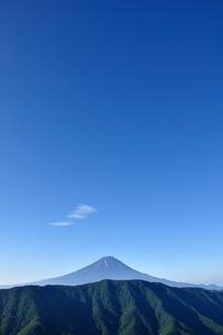 夏富士に青空の写真素材 [FYI04294703]