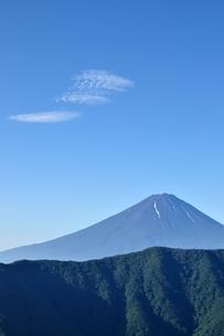 夏富士に青空の写真素材 [FYI04294705]