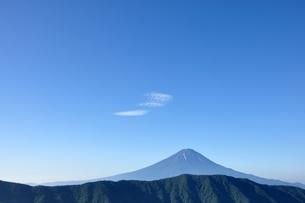 夏富士に青空の写真素材 [FYI04294706]
