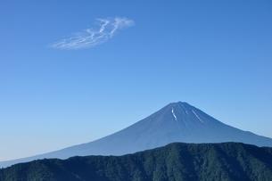 夏富士に青空の写真素材 [FYI04294723]