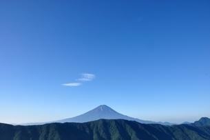 夏富士に青空の写真素材 [FYI04294738]