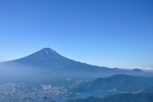 夏富士山コピースペースの写真素材 [FYI04294752]