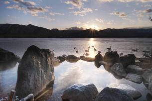 コタンの湯の日没の写真素材 [FYI04295062]
