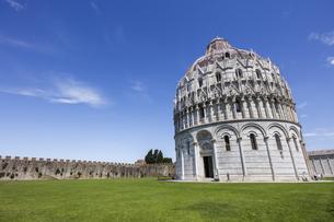 イタリア、ピサ、サンジョバンニの洗礼堂の写真素材 [FYI04295176]