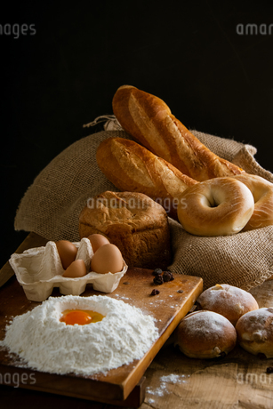 Fresh bread image. Breads,baguettes,bagels and flour with some eggs.の写真素材 [FYI04295182]