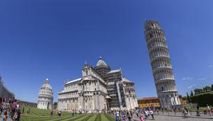 イタリア、ピサのドゥオモ広場の写真素材 [FYI04295354]