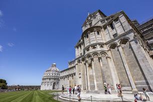 イタリア、ピサの大聖堂の写真素材 [FYI04295402]