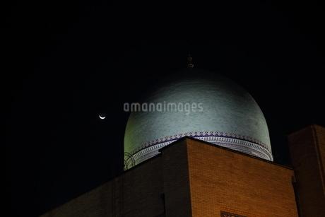 ウズベキスタン、タシケントのモスクと三日月の写真素材 [FYI04295521]