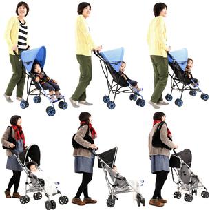 人物切り抜き添景素材 女性母親親子赤ちゃん乳児男の子 ベビーカー 白バックの写真素材 [FYI04295731]