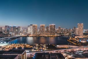 東京湾岸エリアの夜景の写真素材 [FYI04295750]