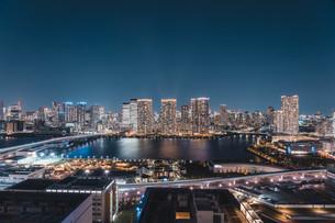 東京湾岸エリアの夜景の写真素材 [FYI04295772]