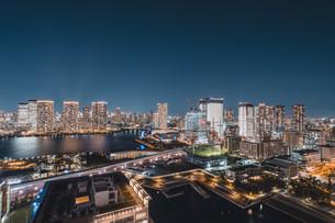 東京湾岸エリアの夜景の写真素材 [FYI04295773]
