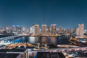東京湾岸エリアの夜景の写真素材 [FYI04295777]