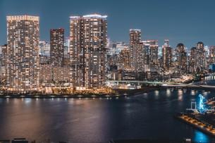 東京湾岸エリアの夜景の写真素材 [FYI04295779]