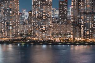 東京湾岸エリアの夜景の写真素材 [FYI04295783]