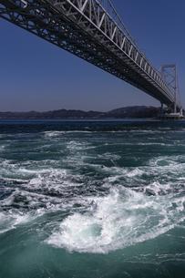 観潮船からの鳴門渦潮の写真素材 [FYI04296108]