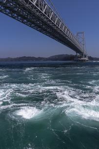 観潮船からの鳴門渦潮の写真素材 [FYI04296109]