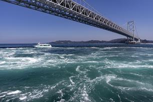 観潮船からの鳴門渦潮の写真素材 [FYI04296111]