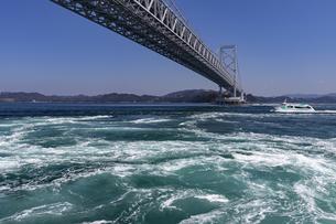 観潮船からの鳴門渦潮の写真素材 [FYI04296112]