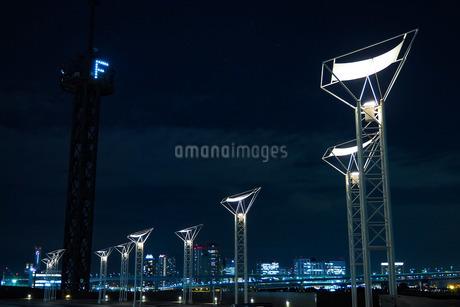 晴海埠頭客船ターミナル 街灯モニュメントの写真素材 [FYI04296285]