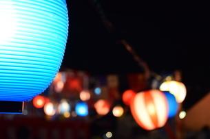 祭りと提燈と盆踊りの写真素材 [FYI04296509]