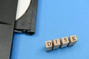 disk アルファベットスタンプをならべて単語にした素材の写真素材 [FYI04297213]