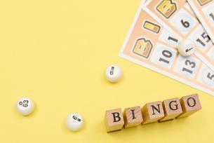 bingo アルファベットスタンプをならべて単語にした素材の写真素材 [FYI04297232]