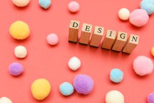 design アルファベットスタンプをならべて単語にした素材の写真素材 [FYI04297266]
