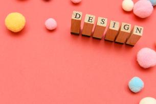 design アルファベットスタンプをならべて単語にした素材の写真素材 [FYI04297267]