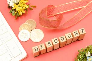 discount アルファベットスタンプをならべて単語にした素材の写真素材 [FYI04297269]