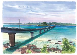 角島大橋から望むエメラルドグリーンの海と山々のイラスト素材 [FYI04297640]