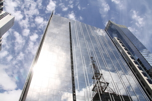 サンパウロのガラス張りのオフィスビルの写真素材 [FYI04297653]