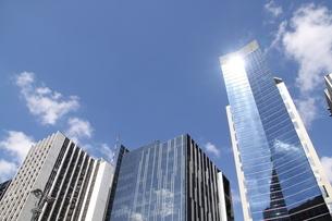 サンパウロのガラス張りのオフィスビルの写真素材 [FYI04297665]