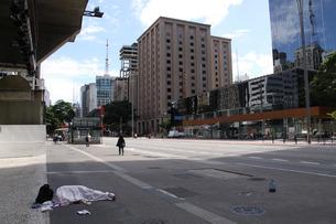 新型コロナウイルスの影響で人影が少ないサンパウロ市の写真素材 [FYI04297671]