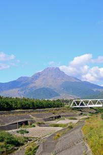 水無川と平成新山の写真素材 [FYI04298520]