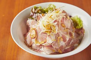 スライスポーク丼の写真素材 [FYI04299117]