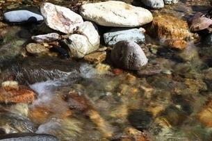 渓流の水飛沫の写真素材 [FYI04299807]