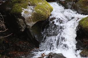 渓流の水飛沫の写真素材 [FYI04300026]