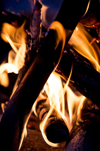 燃える薪の写真素材 [FYI04300262]